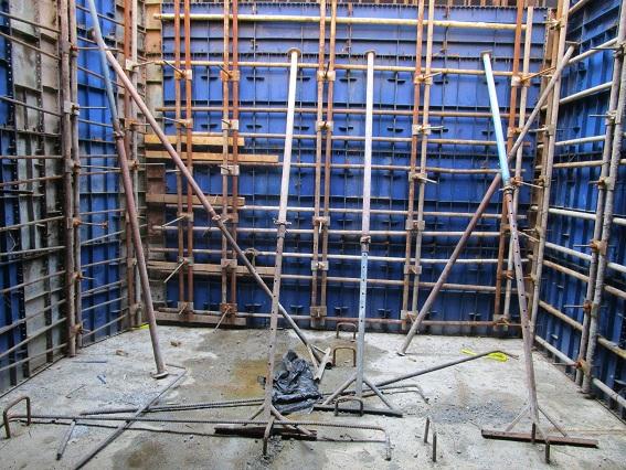 مراحل قالب بندی و بتن ریزی دیوار حائل